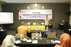 Pemaparan materi pelatihan oleh Rahman Dako, Local Environmental